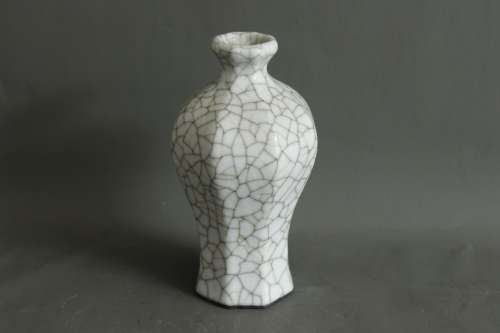 A Chinese Ge-Type Porcelain Vase