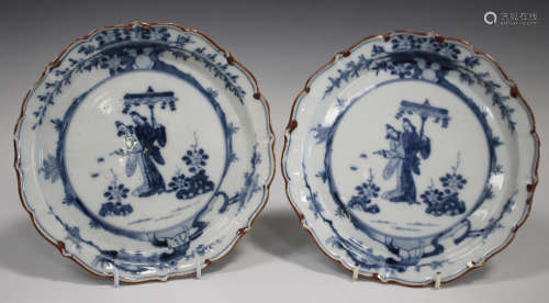 A pair of Japanese Arita blue and white porcelain plates, 18th/19th century, each painted with a