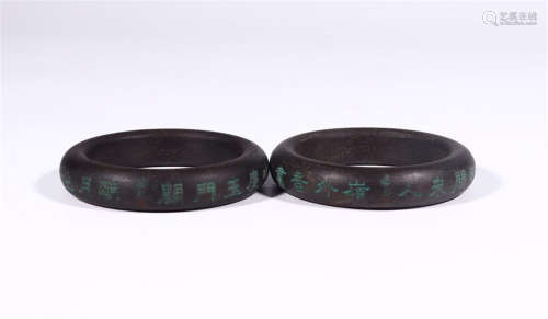 PAIR OF CHINESE COLOR PAINTED AGALWOOD POEMBANGLES