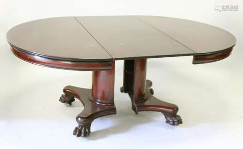 AN UNUSUAL MAHOGANY EXTENDING DINING TABLE, EARLY 20TH