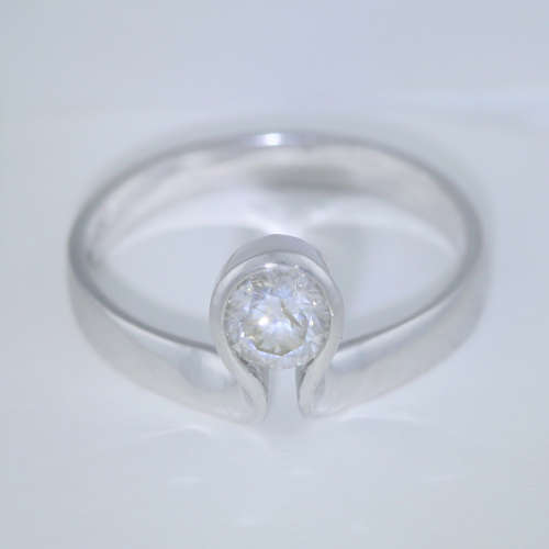 14 K / 585 White Gold Certified Solitaire Diamond Ring