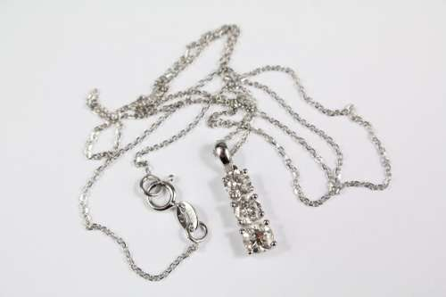An 18ct White Gold Graduated Three-Stone Pendant Necklace, approx 98 pts of dias