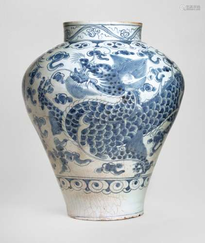 A BLUE AND WHITE 'DRAGON' JAR JOSEON DYNASTY, EARLY 19TH CENTURY