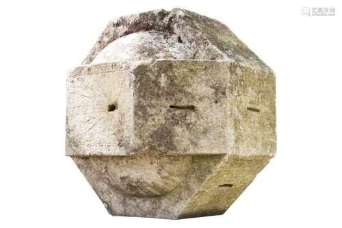 Cadran solaire et lunaire polyedre en pierre Ep. X…