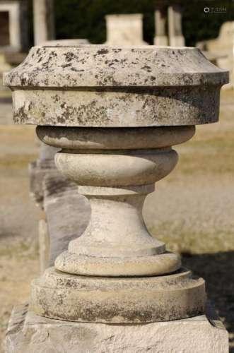 Vase rond en pierre. Ep. 19eme \nHaut. : 47 cm Larg…