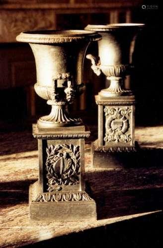 Paire de petits vases d'ornement de forme Médicis …
