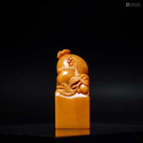 A Chinese Carved Tianhuang Seal