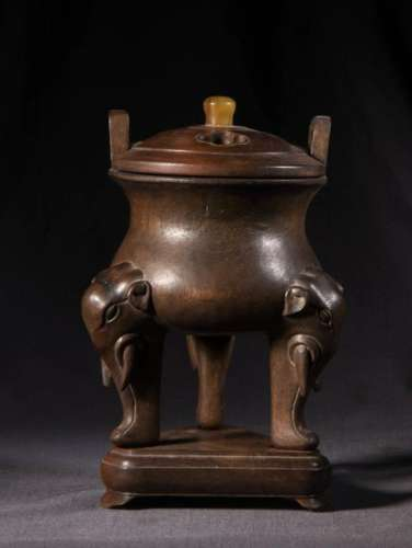 CHINESE CHENXIANG WOOD CARVED TRIPOD CENSER