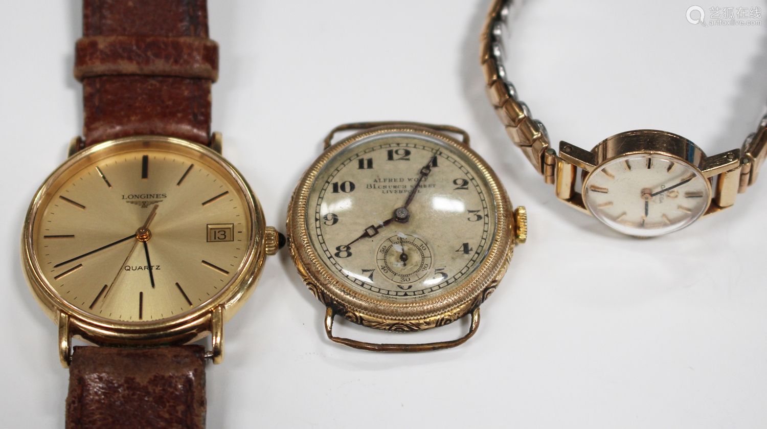 An Alfred Wolf gilt metal circular cased wristwatch, the jewelled lever movement detailed 'Patent No