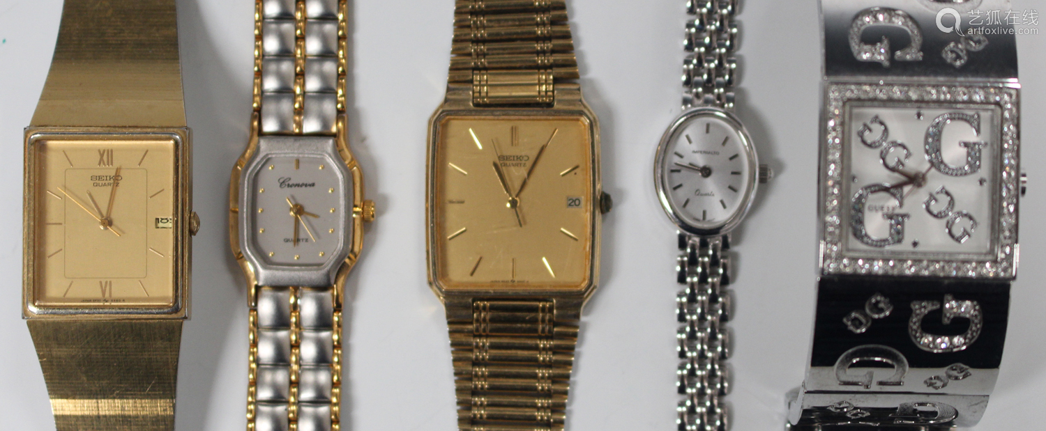 An Imperialto Quartz 9ct white gold lady's bracelet wristwatch, the signed oval silvered dial with