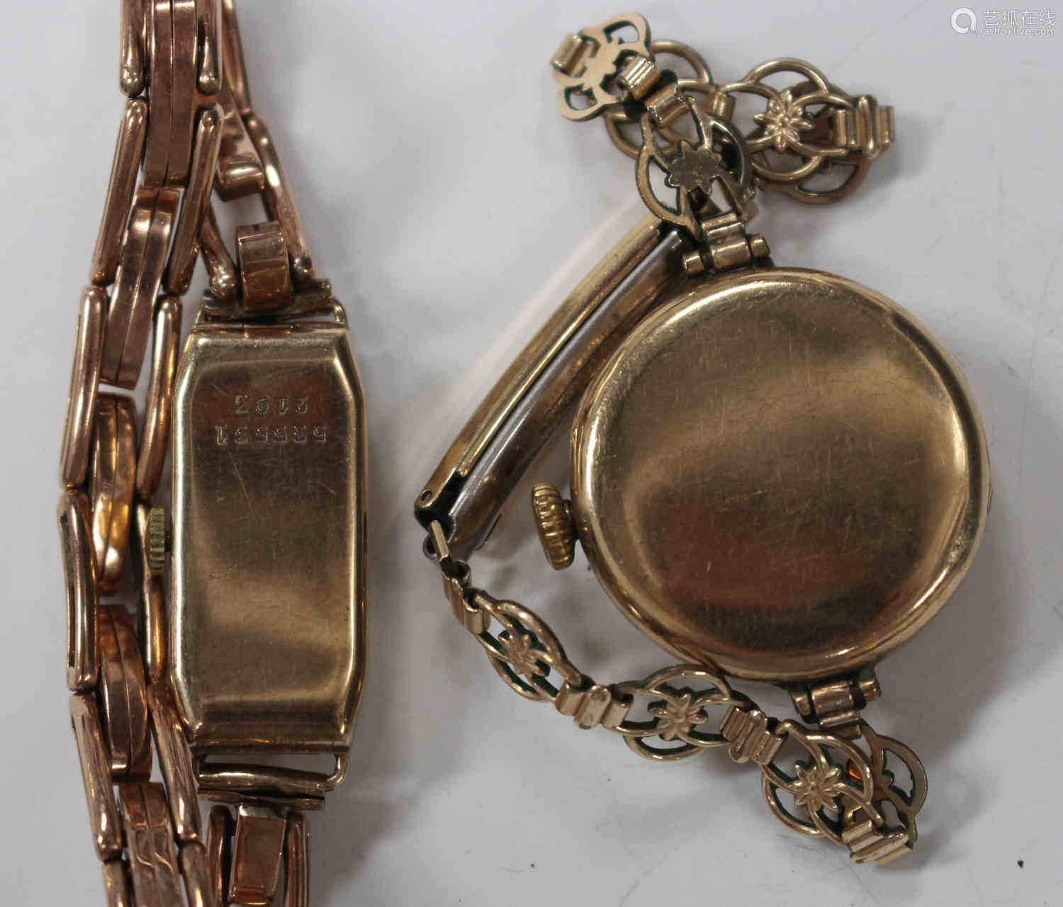 A Rolco 9ct gold rectangular cased lady's wristwatch, the jewelled movement detailed 'Swiss Made',