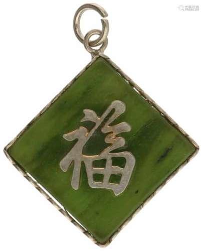 Hanger, jade. Met Chinese tekens. LxB: 3,8 x 3,1 cm. Gewicht: 6,9 gram.Pendant, jade.With Chinese