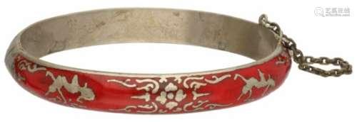 Vintage armband, Siam red nielo.Met veiligheidskettinkje. D: 6 cm. Gewicht: 15,6 gram.Vintage