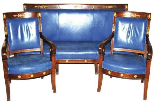 salotto composto da divano e due poltrone in