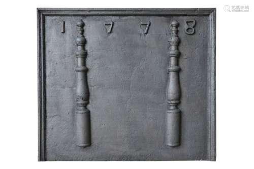 Plaque de cheminée en fonte aux colonnes d'Hercule…
