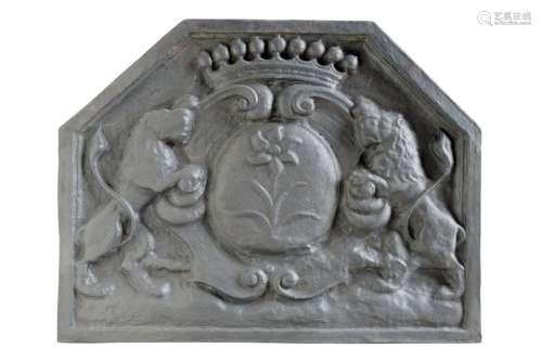 Importante plaque de cheminée en fonte à décor d'…