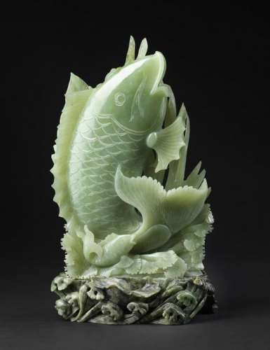 Arte Cinese  A large jade carving depicting a fish