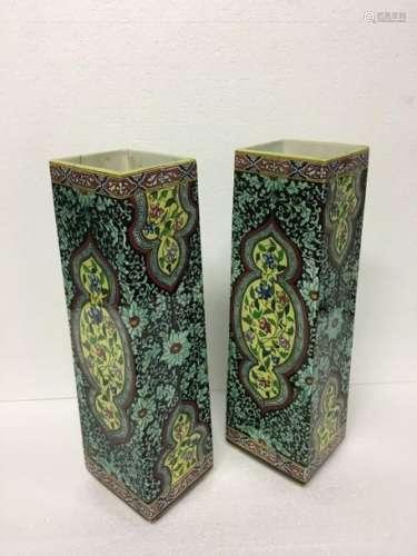 SARREGUEMINES Paire de haut vases quadrangulaires …