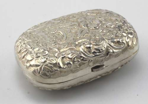 Attractive small Victorian silver box. Hallmarked Birmingham, 1897. Weighs 26.6g