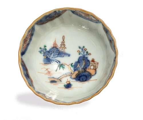 SOUCOUPE en porcelaine Imari à décor floral. \nChin…