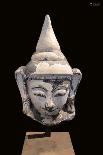 Tête de Bouddha exprimant la béatitude, à larges o…