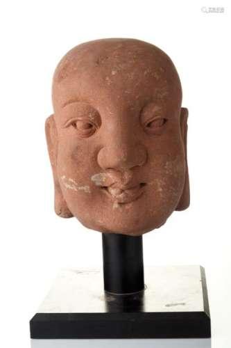 Tête de Lohan, disciple de Bouddha.En grès gris à …