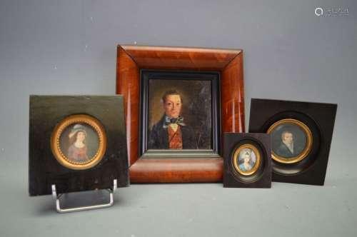 Ensemble de 4 miniatures