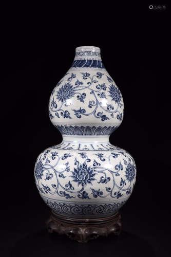 BLUE WHITE GOURD-SHAPE VASE