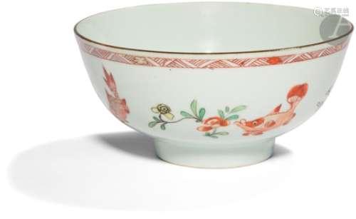CHINE - Époque KANGXI (1662 - 1722) Bol en porcelaine émaillée en rouge de fer, vert jaune et or,