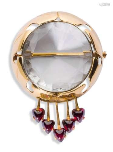 CHRISTIAN FJERDINGSTAD (1891-1968) Cœurs Broche. Or, rubis et verre taillé. Poids brut : 24 g