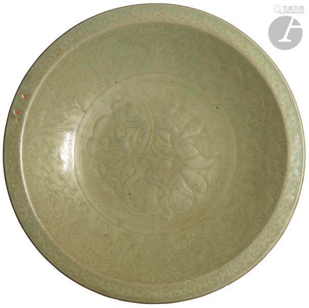 CHINE Époque MING (1368 1644) Plat rond en grès ém…