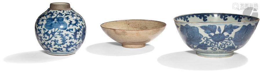 CHINE Fin Époque MING (1368 1644) Ensemble en porc…