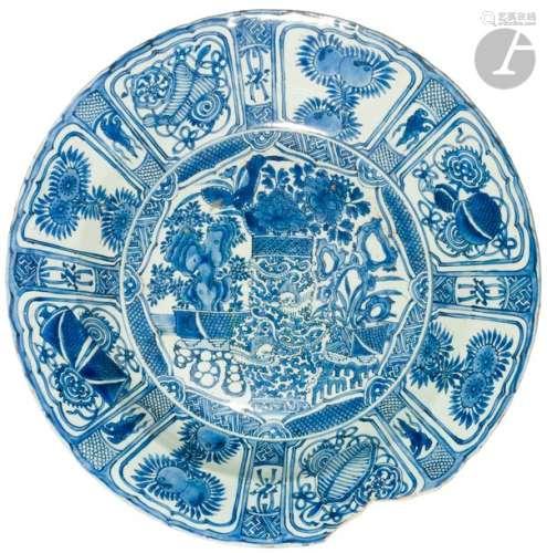 CHINE Début XVIIe siècle Grand plat Kraak en porce…