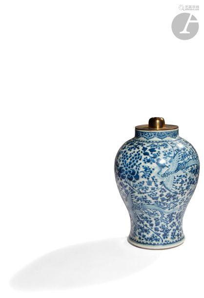 CHINE XVIIe siècle Potiche balustre en porcelaine …