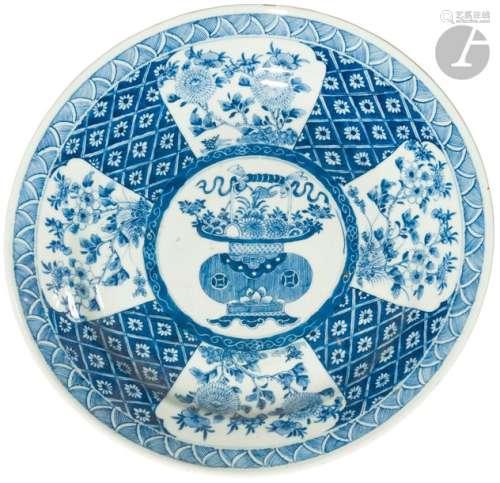 CHINE Époque KANGXI (1662 1722) Paire de plats ron…