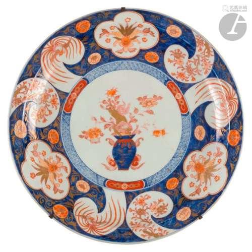 CHINE Époque KANGXI (1662 1722) Plat rond en porce…