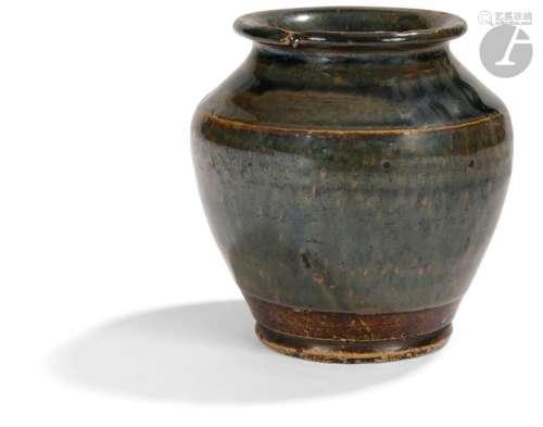 JAPON XIXe siècle Petit vase balustre en grès émai…