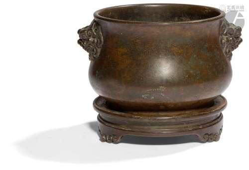CHINE XVIIIe siècle Brûle parfum en bronze à patin…