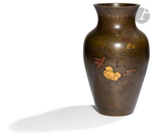 JAPON Vers 1900 Vase balustre à col ouvert en bron…