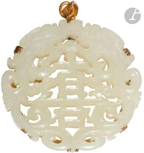 CHINE XIXe siècle Pendentif en forme de médaillon …