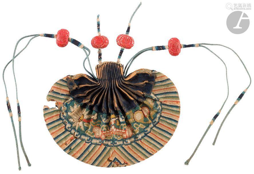 CHINE XIXe siècle Bourse hebao en soie tissée aux …