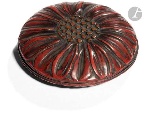 JAPON XIXe siècle Petite boîte ronde en laque roug…