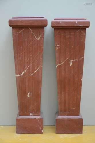 A pair of rectangular columns in red marble (*) (103cm)