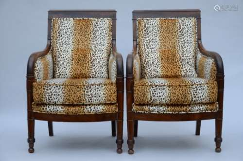 A pair of Charles X seats in acajou (63x54x91cm)
