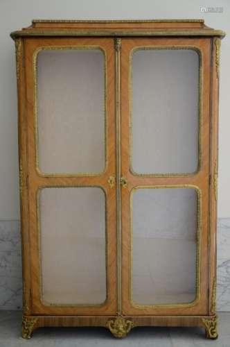 Louis XV display cabinet in rosewood veneer and gilt bronze (40x128x203cm)