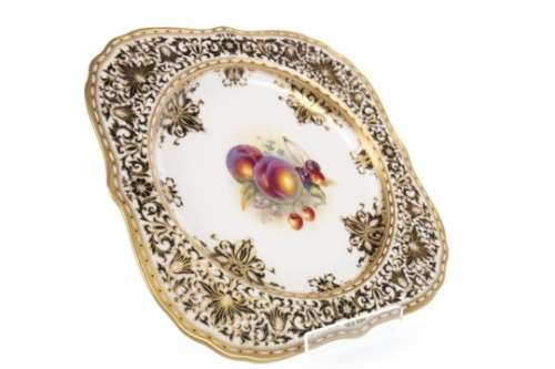 A SET OF FOUR ROYAL WORCESTER PLATES BY ALBERT SHUCK