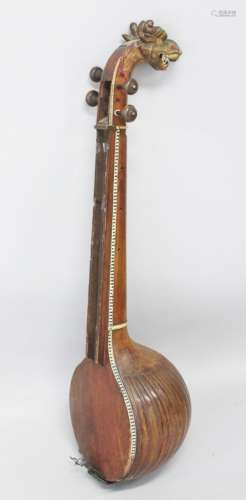 A LARGE 17TH CENTURY SOUTH INDIAN SITAR with carved dragon handle, 120cm long.