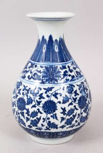 A GOOD CHINESE MING STYLE BLUE & WHITE PORCELAIN BOTTLE VASE, decorated with formal scrolling