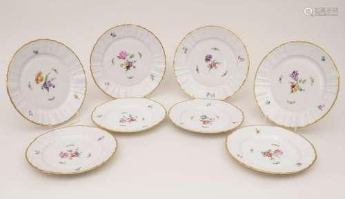 8 Teller mit Blumenmalerei / 8 plates with flowers…