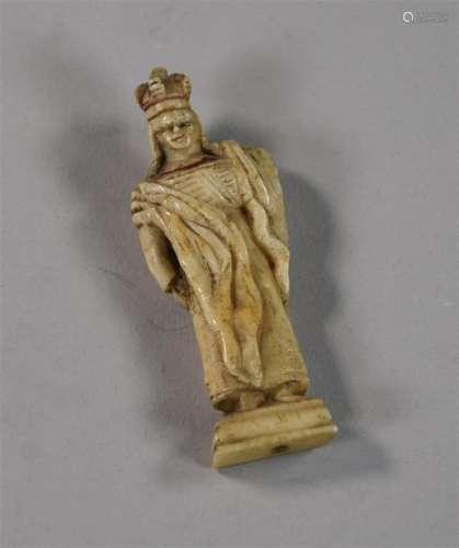 Statuette en os sculpté représentant la Vierge cou…